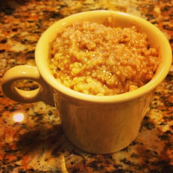 Light & Fluffy Rice Cooker Oatmeal